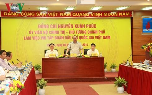 นายกรัฐมนตรีเหงียนซวนฟุ๊กประชุมกับเครือบริษัทปิโตรเลี่ยมแห่งชาติเวียดนาม - ảnh 1