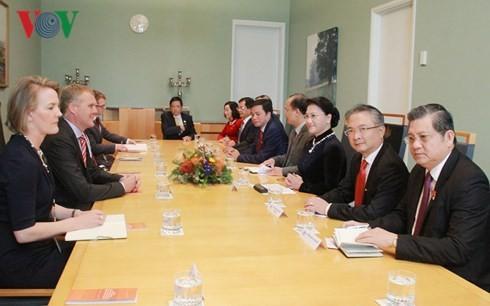 ประธานสภาแห่งชาติเวียดนามเจรจากับประธานสภาล่างและประธานวุฒิสภาออสเตรเลีย - ảnh 1