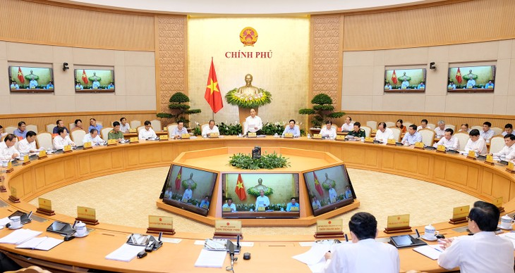 รัฐบาลจัดการประชุมประจำเดือนเมษายน - ảnh 1
