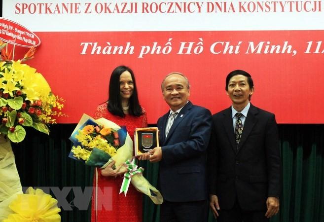 ส่งเสริมความสามัคคีมิตรภาพและความร่วมมือระหว่างเวียดนามกับโปแลนด์ - ảnh 1