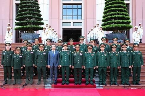 เสนาธิการใหญ่กองทัพประชาชนลาวเยือนเวียดนามอย่างเป็นทางการ - ảnh 1