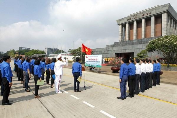 พิธีสดุดีเยาวชนดีเด่นปฏิบัติตามแนวคิด คุณธรรมและบุคลิกของประธานโฮจิมินห์ - ảnh 1