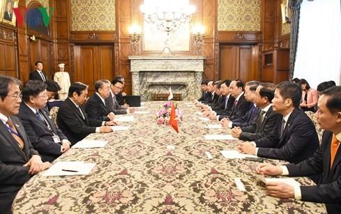 ประธานประเทศเจิ่นด่ายกวางหารือกับประธานสภาล่างญี่ปุ่นและให้การต้อนรับประธาน JICA - ảnh 1