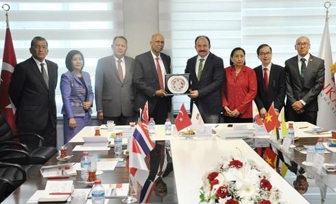 คณะกรรมการอาเซียน อังการาผลักดันการเชื่อมโยงระหว่างสถานประกอบการตุรกีกับอาเซียน - ảnh 1
