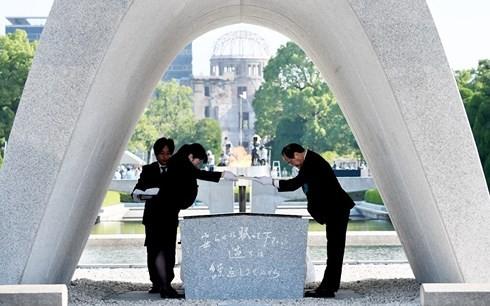 รำลึกครบรอบ 73 ปีวันสหรัฐทิ้งระเบิดปรมาณูใส่เมืองฮิโรชิมะ - ảnh 1