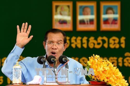 นายกรัฐมนตรีกัมพูชาสนับสนุนการตั้งสภาที่ปรึกษาสูงสุดระหว่างรัฐบาลกับพรรคการเมืองต่างๆ - ảnh 1