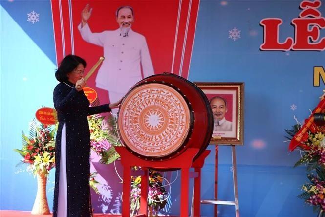 นักเรียนและนักศึกษาเวียดนามกว่า 23 ล้านคนเข้าร่วมพิธีเปิดเทอมปีการศึกษาใหม่ - ảnh 3