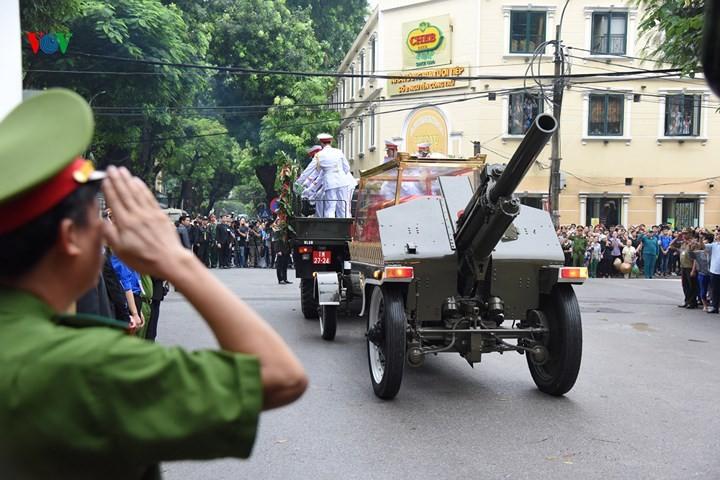 รัฐพิธีศพประธานประเทศเจิ่นด่ายกวาง - ảnh 14
