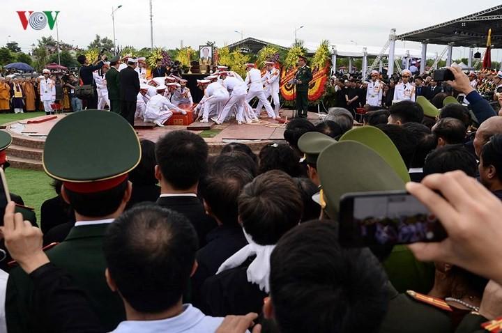 รัฐพิธีศพประธานประเทศเจิ่นด่ายกวาง - ảnh 27