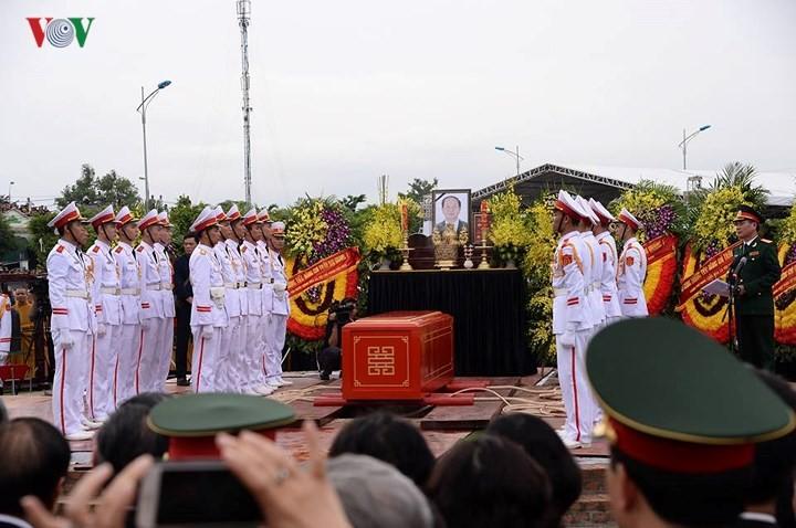 รัฐพิธีศพประธานประเทศเจิ่นด่ายกวาง - ảnh 26