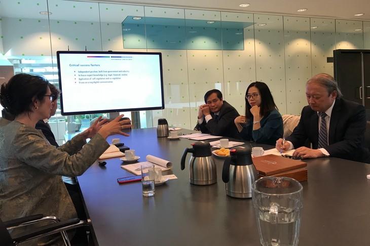 คณะกรรมการประชาสัมพันธ์และให้การศึกษาส่วนกลางเยือนประเทศเนเธอร์แลนด์ - ảnh 1