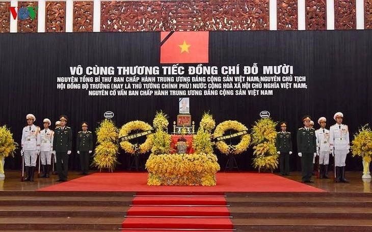 พิธีเคารพศพอดีตเลขาธิการใหญ่พรรคคอมมิวนิสต์เวียดนาม โด๋เหมื่อย - ảnh 1