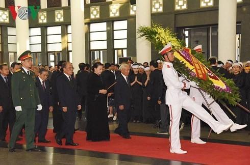 พิธีเคารพศพอดีตเลขาธิการใหญ่พรรคคอมมิวนิสต์เวียดนาม โด๋เหมื่อย - ảnh 11