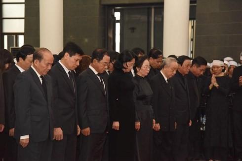 พิธีเคารพศพอดีตเลขาธิการใหญ่พรรคคอมมิวนิสต์เวียดนาม โด๋เหมื่อย - ảnh 7
