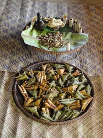 มาด่งโมลิ้มลองขนมอากว๊าด ขนมแห่งความรักของชนกลุ่มน้อยเผ่าต่าโอย - ảnh 1