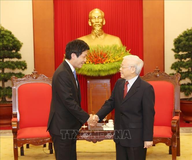 เลขาธิการใหญ่พรรค ประธานประเทศ เหงียนฟู้จ่อง ให้การต้อนรับส.ส. Kentaro Sonoura ทูตพิเศษของนายกรัฐมนตรีญี่ปุ่น - ảnh 1