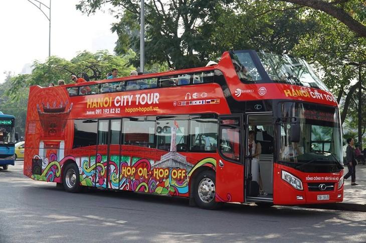 รถเมล์สองชั้น เที่ยวตัวเมืองสัมผัสบรรยากาศของฮานอย - ảnh 5
