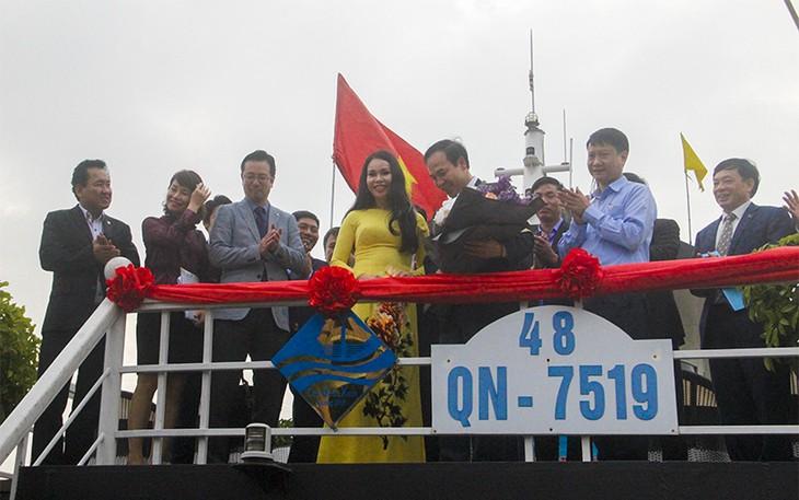 """กว๋างนิงห์มีเรือท่องเที่ยวอีก 34 ลำที่ได้รับใบรับรองและติดโลโก้ """"ใบเรือสีเขียว"""" - ảnh 1"""