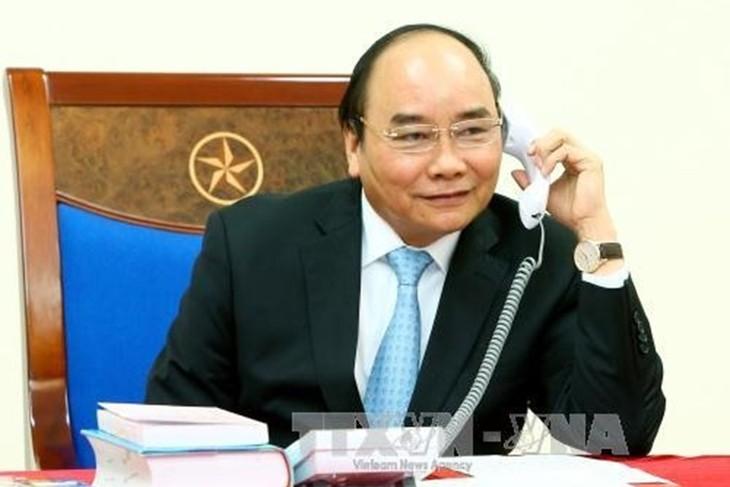นายกรัฐมนตรี เหงียนซวนฟุ๊ก ให้กำลังใจทีมชาติเวียดนามในการแข่งขันฟุตบอลเอเชียนคัพ 2019 - ảnh 1