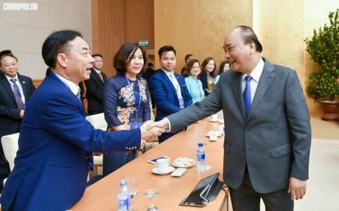 """นายกรัฐมนตรี เหงียนซวนฟุ๊ก พบปะกับชาวเวียดนามโพ้นทะเลที่เข้าร่วมรายการ """"วสันต์ฤดูในบ้านเกิด"""" ปี 2019 - ảnh 1"""