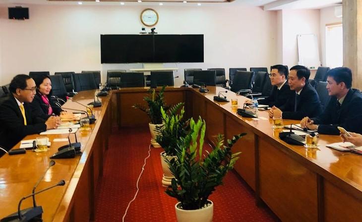 เอกอัครราชทูตไทยประจำเวียดนามพบปะหารือประธานคณะกรรมการหลักทรัพย์เวียดน - ảnh 1