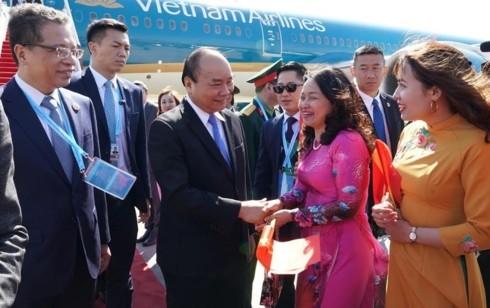"""นายกรัฐมนตรีเหงียนซวนฟุ๊กเดินทางถึงกรุงปักกิ่ง ประเทศจีน ร่วมการประชุม """" หนึ่งแถบ หนึ่งเส้นทาง"""" - ảnh 1"""