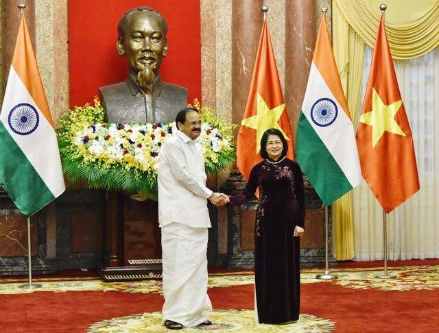 รองประธานประเทศดั่งถิหงอกถิ่งเจรจากับรองประธานาธิบดีอินเดีย Vekaiah Naidu - ảnh 1
