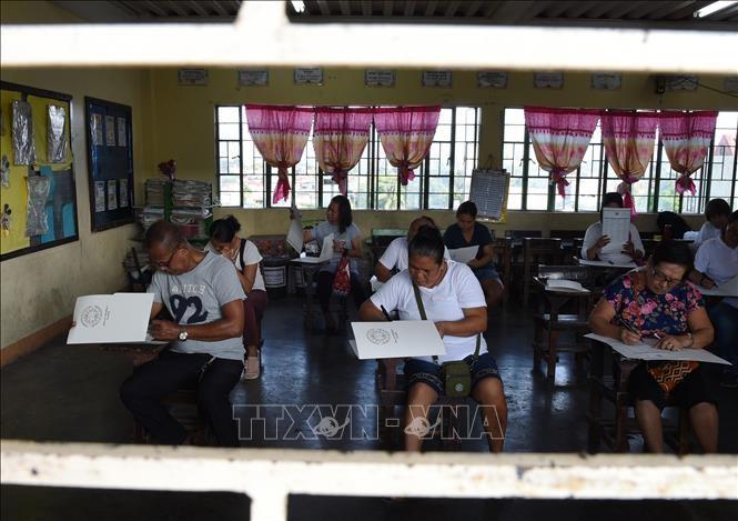 การเลือกตั้งในฟิลิปปินส์: ผู้ลงสมัครที่ได้รับการสนับสนุนจากประธานาธิบดีได้รับชัยชนะในการเลือกตั้งวุฒิสภา - ảnh 1