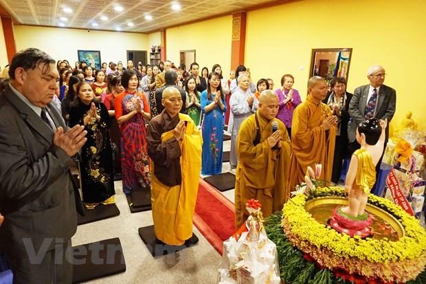 งานวิสาขบูชาคือสัญลักษณ์แห่งความสามัคคีของชมรมชาวเวียดนามที่อาศัยในประเทศสาธารณรัฐเช็ก - ảnh 1