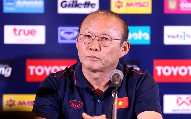 ทีมฟุตบอลเวียดนามจัดการแถลงข่าวต่อสื่อมวลชนเกี่ยวกับการเข้าร่วมการแข่งขันฟุตบอล Kings Cup - ảnh 1