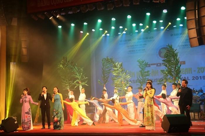 งานมหกรรมดนตรีอาเซียน 2019 – ราตรีหลากหลายสีสัน - ảnh 2