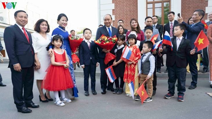 Prime Minister continues activities in Russia - ảnh 1