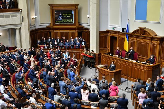 Ukraine parliament rejects new president's reform plan - ảnh 1
