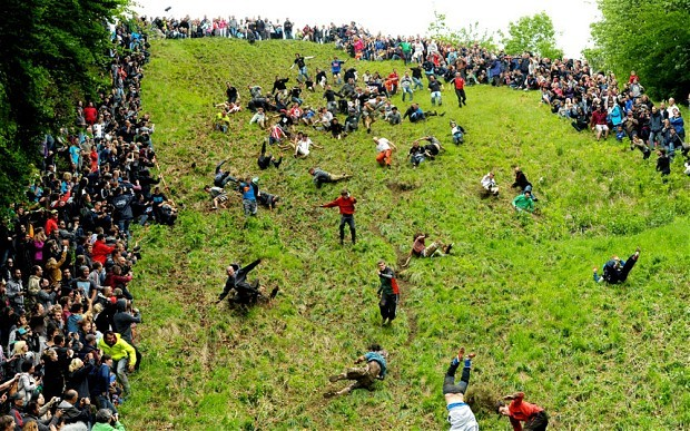 Cheese rolling race of England - ảnh 1