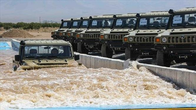 Iran introduces new military vehicles - ảnh 1