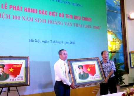 Phát hành bộ tem kỷ niệm 100 năm ngày sinh Đại tướng Hoàng Văn Thái - ảnh 1