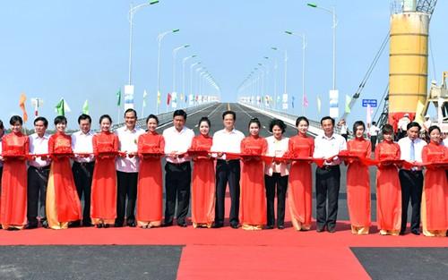 Thủ tướng Nguyễn Tấn Dũng dự Lễ khởi công các công trình ở Đồng bằng sông Cửu Long - ảnh 1
