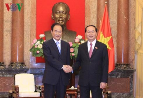 Chủ tịch nước Trần Đại Quang tiếp Xã trưởng Tân Hoa xã Thái Danh Chiếu - ảnh 1