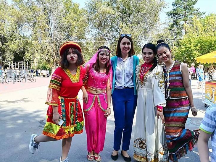 Sinh viên Việt Nam giới thiệu văn hóa dân tộc nhân kỷ niệm  428 năm Thành phố Volgograd - ảnh 5