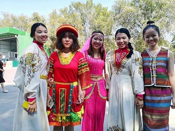 Sinh viên Việt Nam giới thiệu văn hóa dân tộc nhân kỷ niệm  428 năm Thành phố Volgograd - ảnh 7