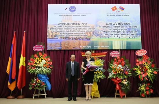 Giao lưu hữu nghị kỷ niệm 25 năm thiết lập quan hệ ngoại giao Việt Nam - Armenia  - ảnh 2