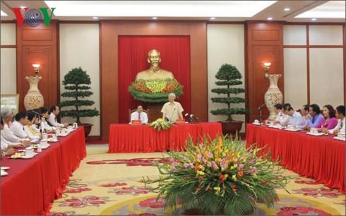 Tổng Bí thư Nguyễn Phú Trọng gặp mặt nông dân xuất sắc 30 năm đổi mới - ảnh 1