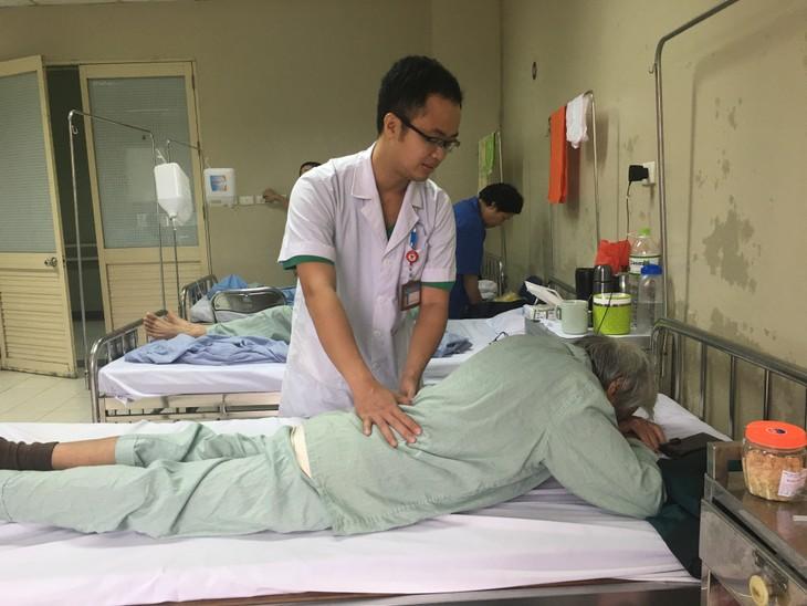 Điều trị xẹp đốt sống: Giảm đau tức thì nhờ bơm xi măng sinh học - ảnh 3