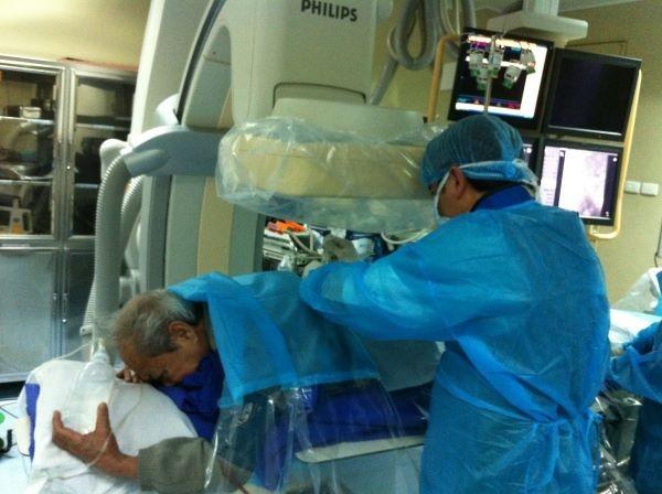 Điều trị xẹp đốt sống: Giảm đau tức thì nhờ bơm xi măng sinh học - ảnh 1