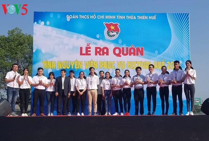 300 tình nguyện viên xuất quân phục vụ Festival Huế 2018 - ảnh 1