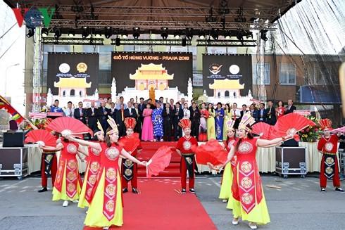 Người Việt tại Séc long trọng tổ chức lễ giỗ Tổ Hùng Vương - ảnh 10