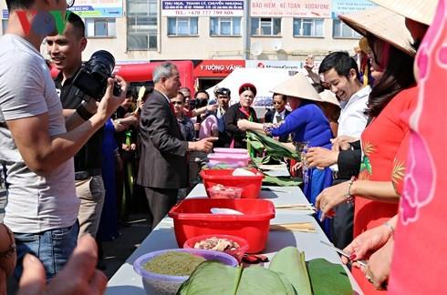 Người Việt tại Séc long trọng tổ chức lễ giỗ Tổ Hùng Vương - ảnh 3