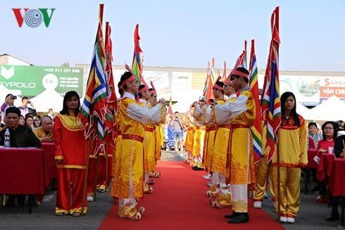 Người Việt tại Séc long trọng tổ chức lễ giỗ Tổ Hùng Vương - ảnh 4