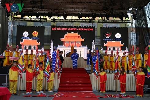 Người Việt tại Séc long trọng tổ chức lễ giỗ Tổ Hùng Vương - ảnh 7