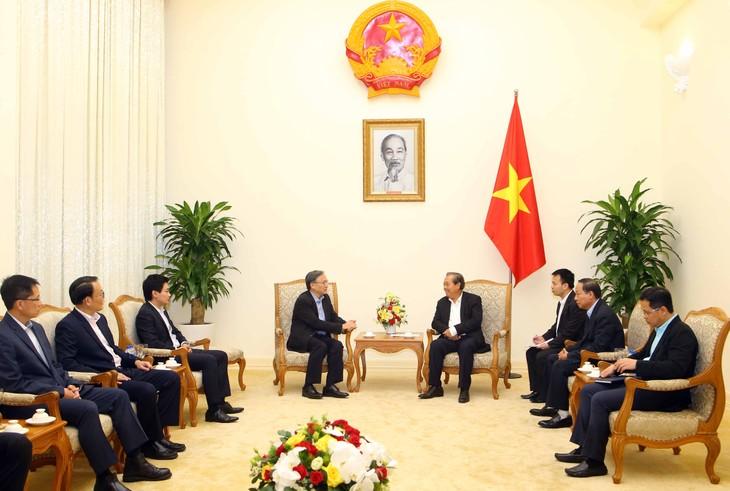 Phó Thủ tướng Thường trực Chính phủ Trương Hòa Bình tiếp Thứ trưởng Thường trực Bộ Nội vụ Singapore - ảnh 1